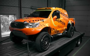 Toyota Hilux V8 - Bastion Hotels Dakar Team